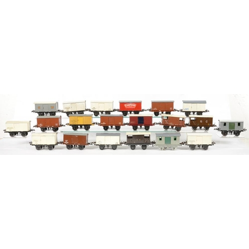 497 - <p>TWENTY O-GAUGE RAILWAY VANS AND WAGONS </p>...