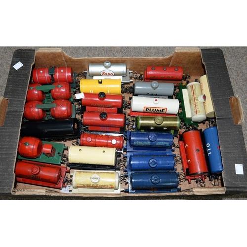 498 - <p>TWENTY FOUR O-GAUGE RAILWAY PETROL TANK WAGONS </p>...