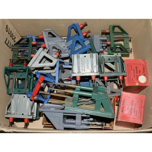 502 - <p>A QUANTITY OF HORNBY O-GAUGE BUFFER STOPS, SEVERAL BOXED</p>...