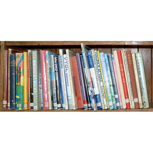 509 - <p>ONE SHELF OF MISCELLANEOUS BOOKS, INCLUDING ART AND ANTIQUE REFERENCE, MILITARY HISTORY, ETC</p>...