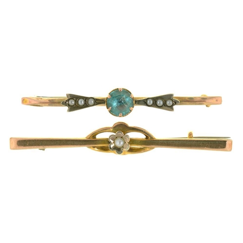 51 - <p>AN ART NOUVEAU PEARL BAR BROOCH, IN GOLD MARKED 9 CT AND A ZIRCON AND PEARL BAR BROOCH IN GOLD MA...