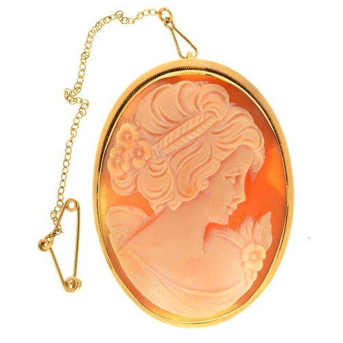 9 - <p>A SHELL CAMEO BROOCH, IN GOLD MOUNT, MARKED K14, 4.3 X 3.3 CM APPROX</p><p></p>...