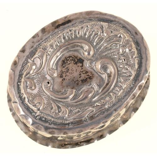 166C - <p>A VICTORIAN SILVER TRINKET BOX, 5 CM W, BIRMINGHAM 1899, 14DWTS</p><p></p>...