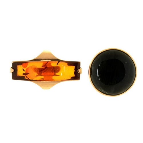 18 - <p>A CAT'S EYE SAPPHIRE RING, IN GOLD, STAMPED 585, SWEDISH CONTROL MARKS, 1921, SIZE M AND AN AMBER...