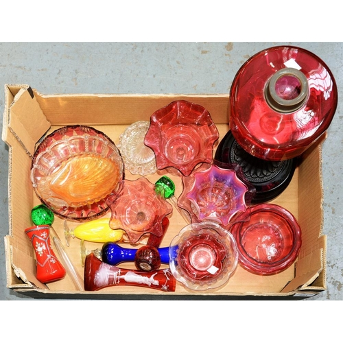223 - <p>A COLLECTION OF 19TH C CRANBERRY GLASSWARE AND OTHER DECORATIVE COLOURED GLASS, TO INCLUDE A LATE...