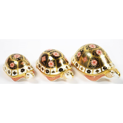 231 - <p>A ROYAL CROWN DERBY YORKSHIRE ROSE PATTERN TORTOISE FAMILY, COMPRISING FATHER, MOTHER AND BABY, P...