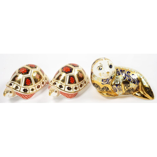 253 - <p>THREE ROYAL CROWN DERBY PAPERWEIGHTS - HARBOUR SEAL AND TORTOISE (2), VARIOUS SIZES, PRINTED MARK...