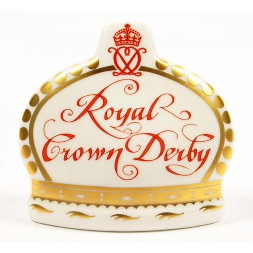 256 - <p>A ROYAL CROWN DERBY COLLECTOR'S GUILD CROWN NAME STAND, 9CM L, PRINTED MARK, GILT STOPPER</p>...