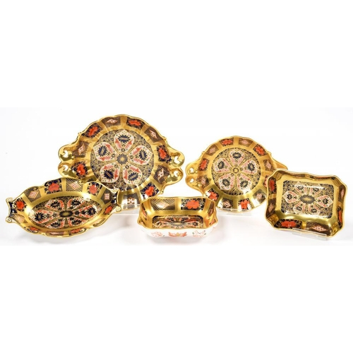 262 - <p>FIVE ROYAL CROWN DERBY IMARI PATTERN TRINKET DISHES, TWO WITH PIERCED HANDLES, 16CM W, PRINTED MA...