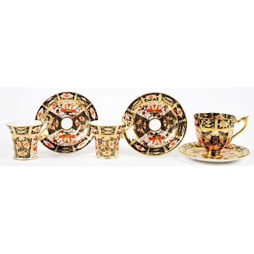 263 - <p>ONE AND A PAIR OF ROYAL CROWN DERBY WITCHES PATTERN COFFEE CUPS AND SAUCERS, THE CUPS OF FLARED O...
