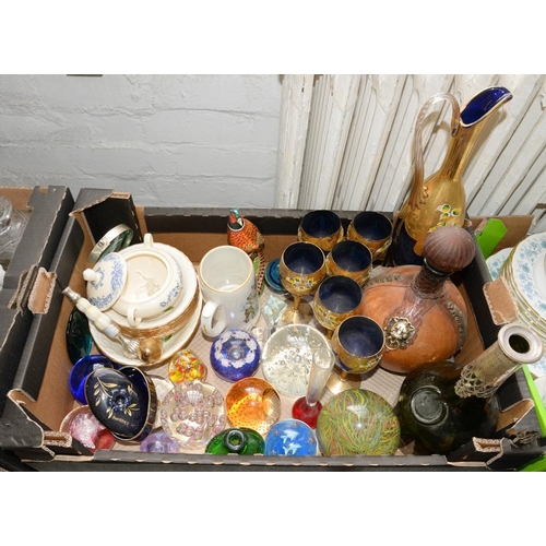 279 - <p>MISCELLANEOUS ORNAMENTAL POTTERY, PORCELAIN AND GLASSWARE, TO INCLUDE PAPERWEIGHTS</p>...