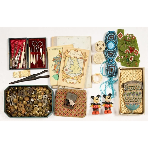 319 - <p>MISCELLANEOUS TEXTILES AND BYGONES, TO INCLUDE VICTORIAN AND LATER EMBROIDERED BEADWORK AND OTHER...