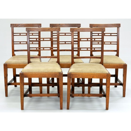 539 - <p>A SET OF FIVE GEORGE IV ELM DINING CHAIRS, 90CM H</p>...