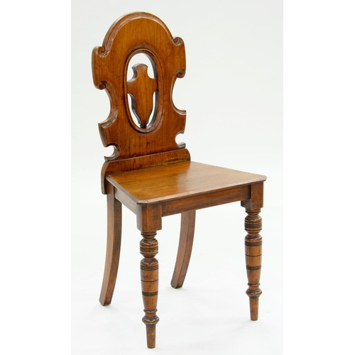 557 - <p>A VICTORIAN WALNUT HALL CHAIR WITH PIERCED SHIELD SHAPED BACK, 87CM H</p>...