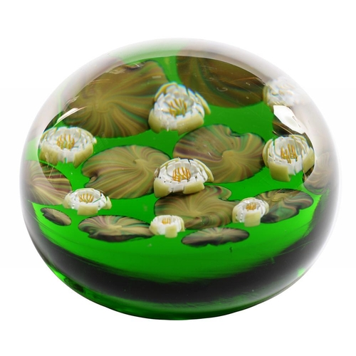 235 - <p>MICHAEL JAMES HUNTER TWISTS LILY PAD PAPERWEIGHT, 9CM DIAM, Twist label, SIGNED  M Hunter Artists...