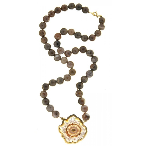 36 - <p>A JASPER BEAD NECKLACE WITH DRUZY QUARTZ PENDANT, APPROX 40 CM, 36G</p><p></p>...