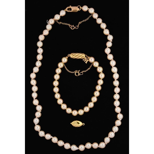 80 - <p>A CULTURED PEARL NECKLACE WITH 9CT GOLD CLASP, PEARLS APPROX 7MM DIAMETER, CASED AND AN IMITATION...