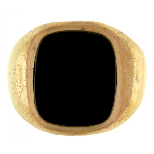 2 - <p>AN ONYX SET 9CT GOLD GENTLEMAN'S SIGNET RING, 4.5G</p>...