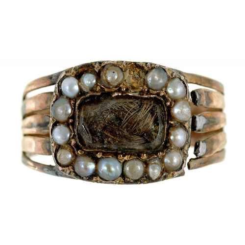 5 - <p>A GEORGIAN GOLD MOURNING RING, THE OBLONG SETTING INSET WITH HAIR IN SPLIT PEARL SURROUND, FLUTED...