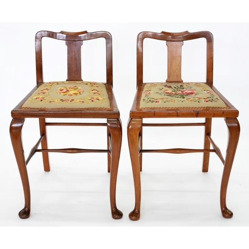 522 - <p>A PAIR OF WALNUT CHAIRS IN QUEEN ANNE STYLE</p>...