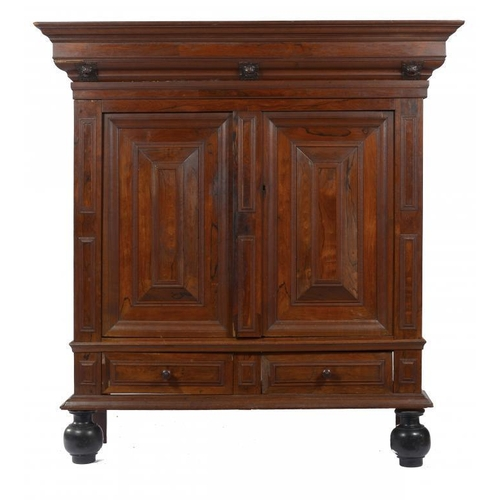 550 - <p>A DUTCH WALNUT AND OAK  CUPBOARD, NORTH HOLLAND, 17TH/18TH C, the stepped ogee moulded cornice wi...