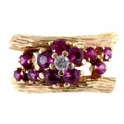 63 - <p>A RUBY AND DIAMOND CLUSTER - CROSSOVER RING, IN GOLD, UNMARKED, 7G</p>...