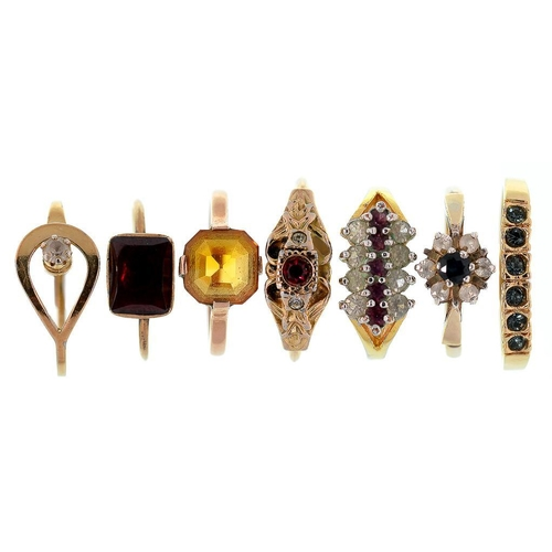 100 - <p>SEVEN VARIOUSLY GEM SET RINGS</p>...