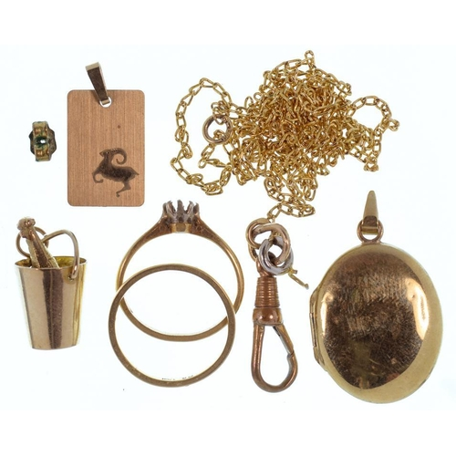 108 - <p>MISCELLANEOUS GOLD JEWELLERY, TO INCLUDE A WEDDING RING MARKED 18CT, APPROXIMATELY 16.5G</p>...