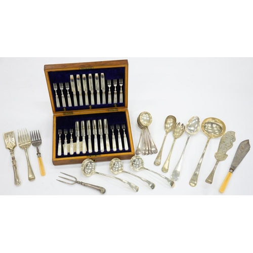162 - <p>A SET OF TWELVE MOTHER OF PEARL HAFTED EPNS DESERT KNIVES AND FORKS, OAK CASE, EARLY 20TH C AND M...
