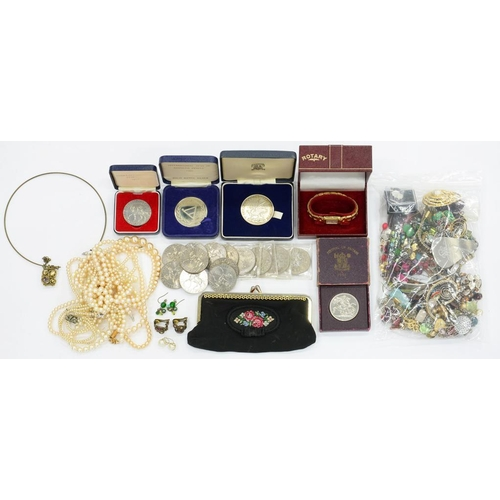 163 - <p>MISCELLANEOUS VINTAGE COSTUME JEWELLERY AND WRISTWATCHES, QEII CUPRO-NICKEL COMMEMORATIVE CROWNS ...