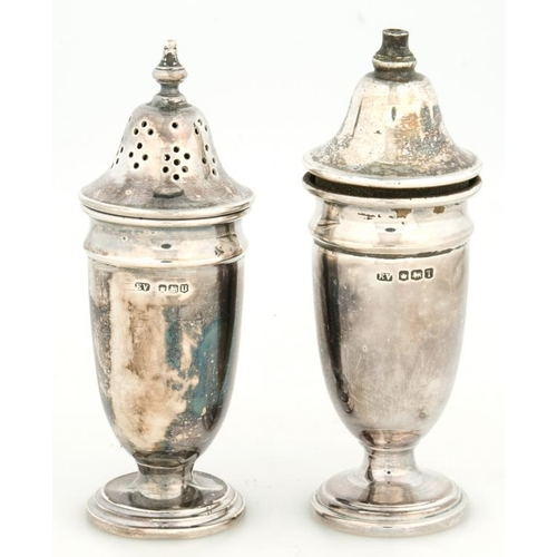 189 - <p>A PAIR OF ELIZABETH II SHIELD SHAPED SILVER SALT AND PEPPER CASTERS, 10CM H, SHEFFIELD 1962, 2OZS...