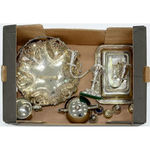 212 - <p>MISCELLANEOUS PLATED WARE, TO INCLUDE A VICTORIAN CAKE BASKET WITH SWING HANDLE AND A CANDELABRUM...