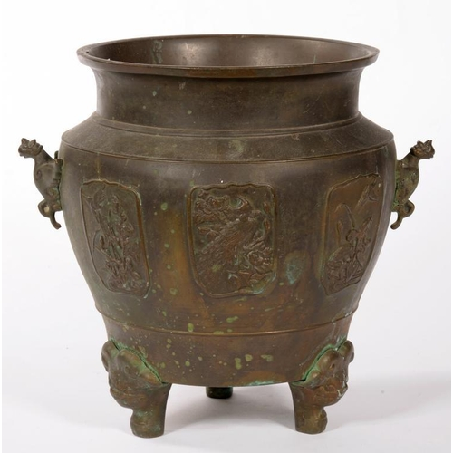 331 - <p>A JAPANESE BRONZE JARDINIERE, 29CM H, EARLY 20TH C</p>...