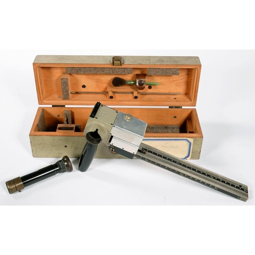 349 - <p>A CARL ZEISS TELETOP RANGEFINDER, SERIAL NUMBER 45820, WITH TELESCOPE, EBONISED HANDLE AND A BRUS...