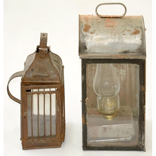458 - <p>OIL LAMPS. A BLACK PAINTED SHEET IRON STABLE OR OTHER BACK LANTERN AND A TINPLATE HAND OR HANGING...