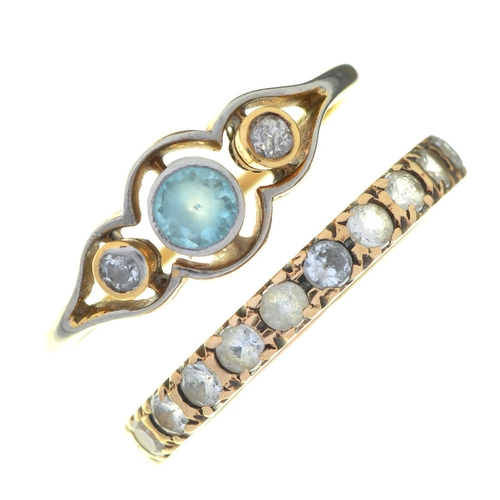 49 - AN EDWARDIAN AQUAMARINE AND DIAMOND THREE STONE RING IN GOLD, UNMARKED, 1.5G,SIZE P AND A PAST...