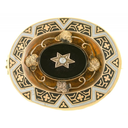 24 - <p>A VICTORIAN MOURNING BROOCH, IN GOLD, UNMARKED, SET WITH JET AND A SEED PEARL, REVERSE INSET WITH...