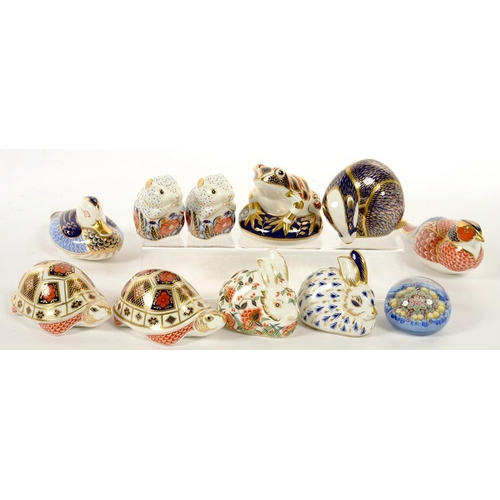255 - <p>TEN ROYAL CROWN DERBY PAPERWEIGHTS, PRINTED MARK, NO STOPPER AND A MILLEFIORI GLASS PAPERWEIGHT <...