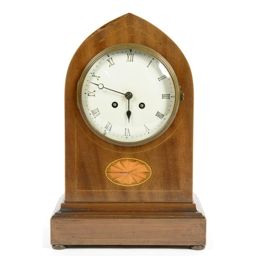 326 - <p>AN EDWARDIAN INLAID MAHOGANY MANTLE CLOCK, WITH ENAMEL DIAL AND FRENCH GONG STRIKING MOVEMENT IN ...