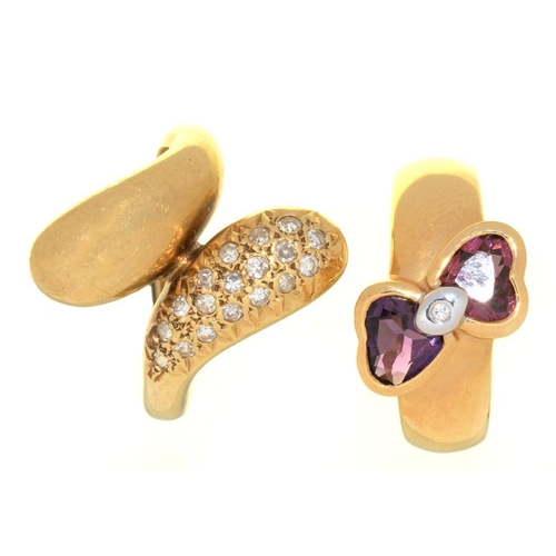 4 - <p>A DIAMOND CROSSOVER RING IN GOLD MARKED 750, SIZE N AND AN AMETHYST, GARNET AND DIAMOND RING IN 1...