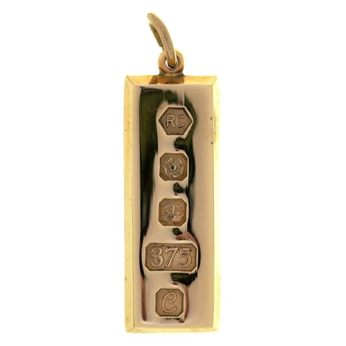 48 - <p>A 9CT GOLD INGOT PENDANT, SHEFFIELD 1977, 30.5G</p><p></p>...