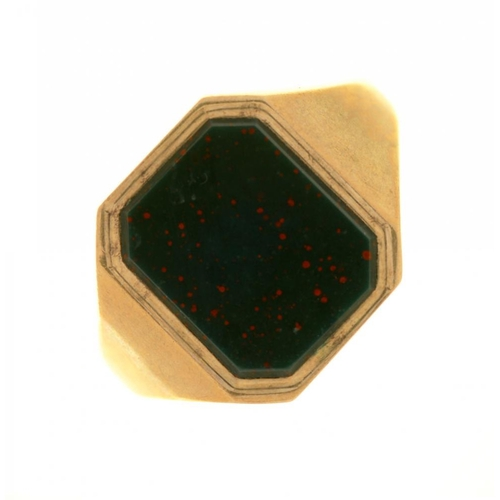 50 - <p>A BLOODSTONE SIGNET RING IN 9CT GOLD, BIRMINGHAM 1960, 5.5G, SIZE O</p><p></p>...