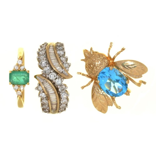 12 - <p>AN EMERALD AND DIAMOND RING IN 18CT GOLD, SIZE L�, 2G, A TOPAZ INSECT BROOCH IN GOLD MARKED 9K AN...