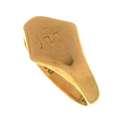 28 - <p>AN 18CT GOLD SIGNET RING, BIRMINGHAM 1920, 7.5G, SIZE R</p><p></p>...