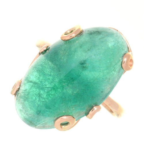 5 - A JADE CABOCHON RING, IN GOLD, UNMARKED, 6G, SIZE O...