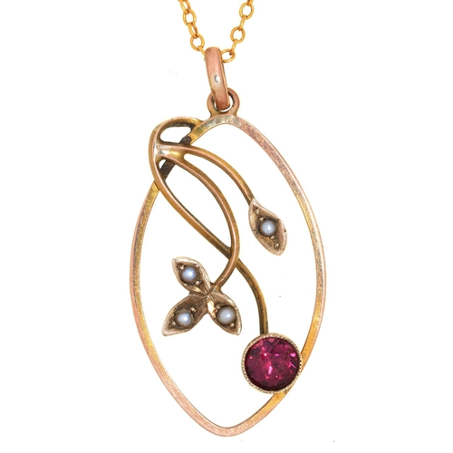 54 - AN ART NOUVEAU GARNET AND SPLIT PEARL OPENWORK PENDANT IN GOLD MARKED 9CT, ON GOLD CHAIN, 3G...