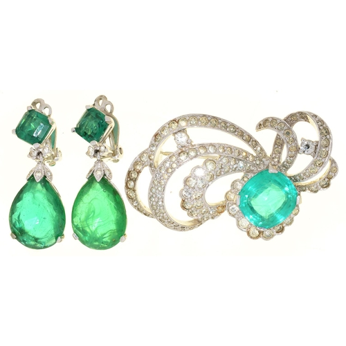 33 - A GREEN PASTE SET BROOCH AND PAIR OF EARRINGS...