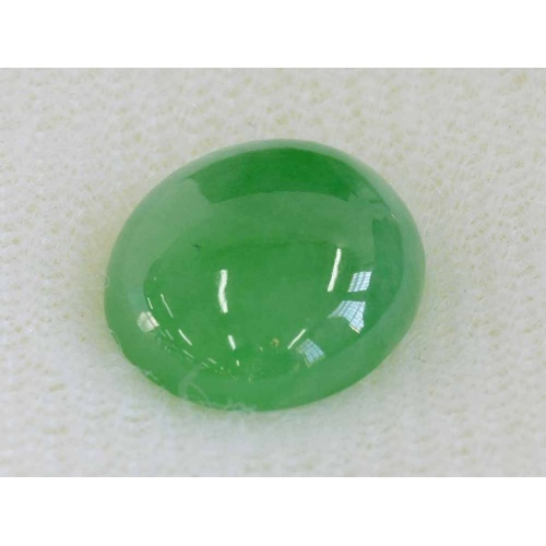 22 - AN UNMOUNTED OVAL JADE CABOCHON of fine polish,1.1 x 1 x 0.4 cm, 4ct approxSubject to VAT...