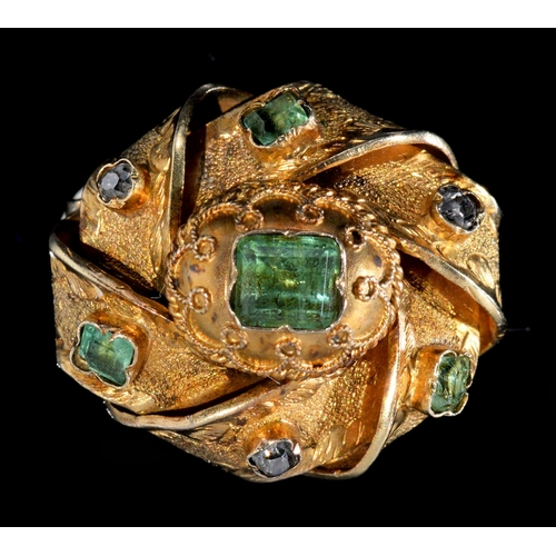 22 - <strong>A VICTORIAN DIAMOND AND GREEN FOILED PASTE KNOT BROOCH, MID 19TH C</strong>in gold, 22mm, 3...