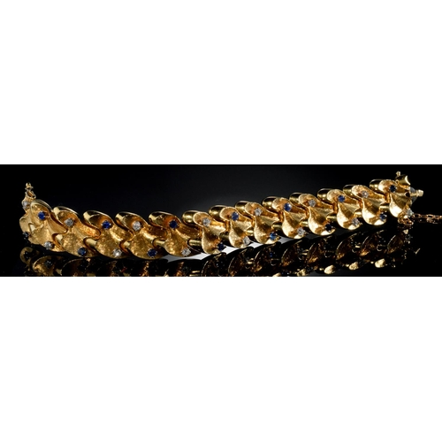 28 - <strong>A SAPPHIRE, DIAMOND AND GOLD BRACELET, C1960</strong>of textured, articulated links, approx...